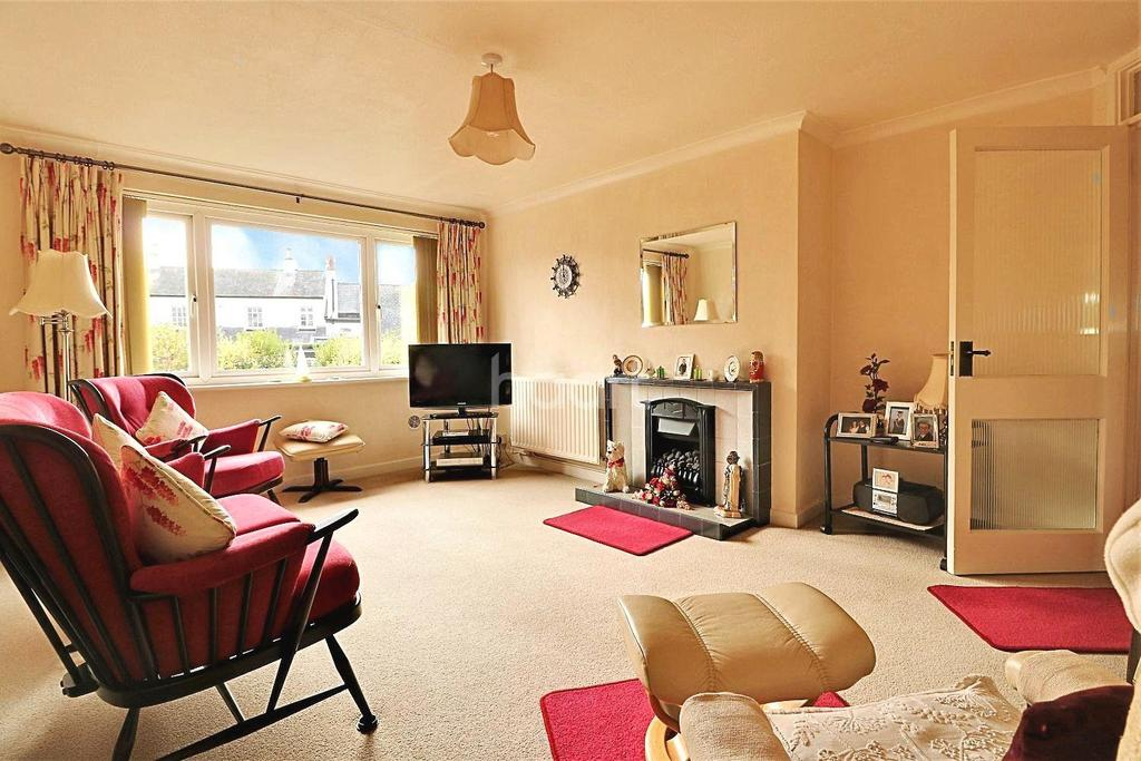 2 Bedrooms Flat for sale in Green Gardens, Farnborough Village
