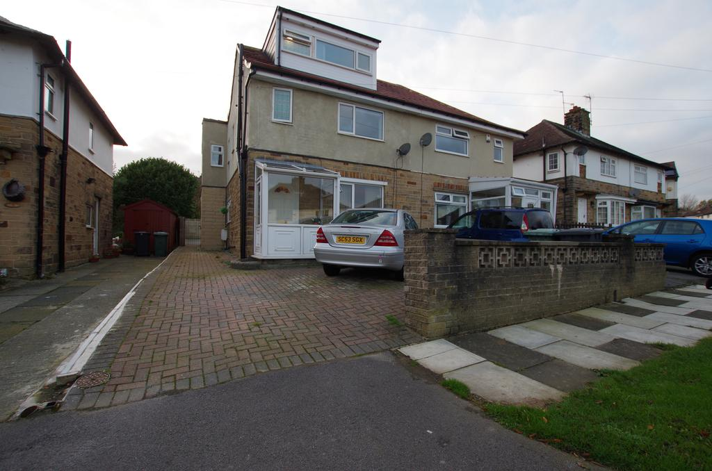 4 Bedrooms Semi Detached House for sale in TEMPLARS WAY, BRADFORD, WEST YORKSHIRE, BD8 0LW