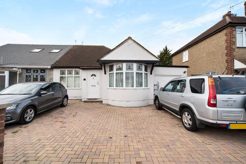 3 bedroom bungalow for sale - Cheyne Avenue, Twickenham