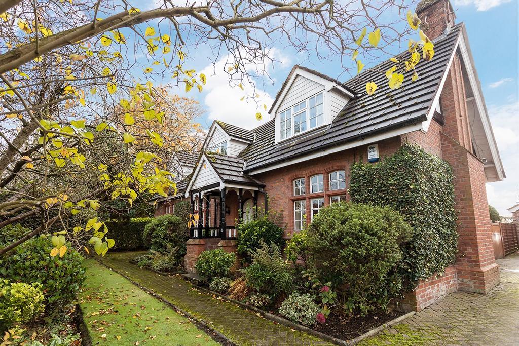 3 Bedrooms Detached House for sale in Higher Lane, Lymm