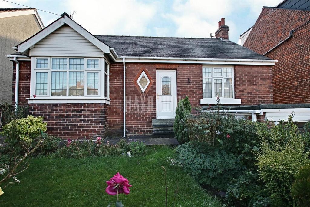 2 Bedrooms Bungalow for sale in Victoria Road, Stocksbridge