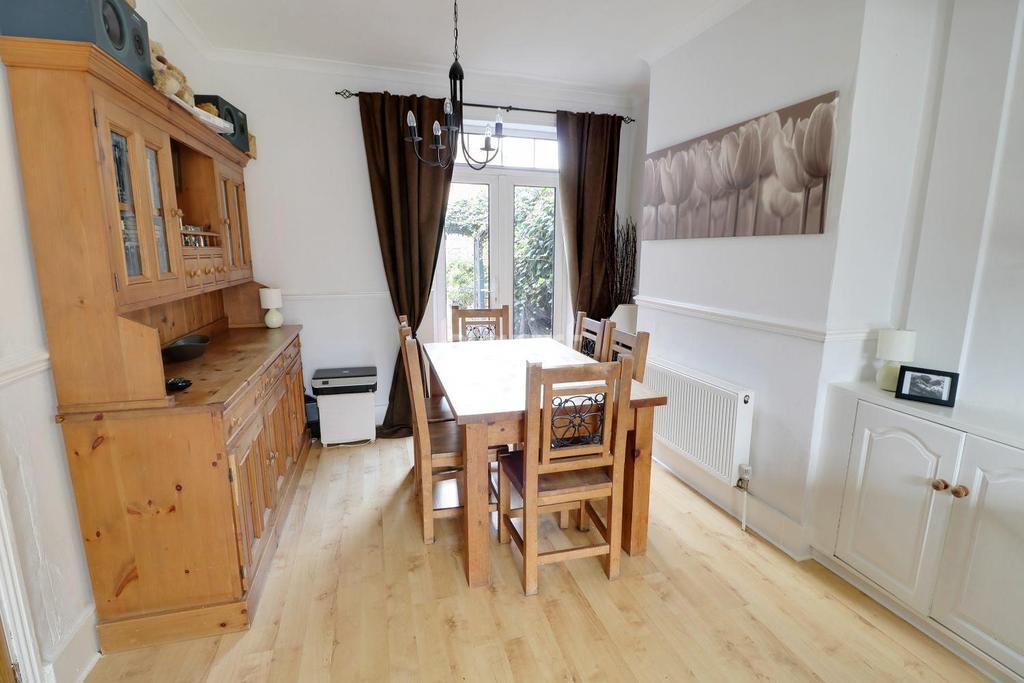 5 Bedrooms Terraced House for sale in Baker Street, Enfield, EN1