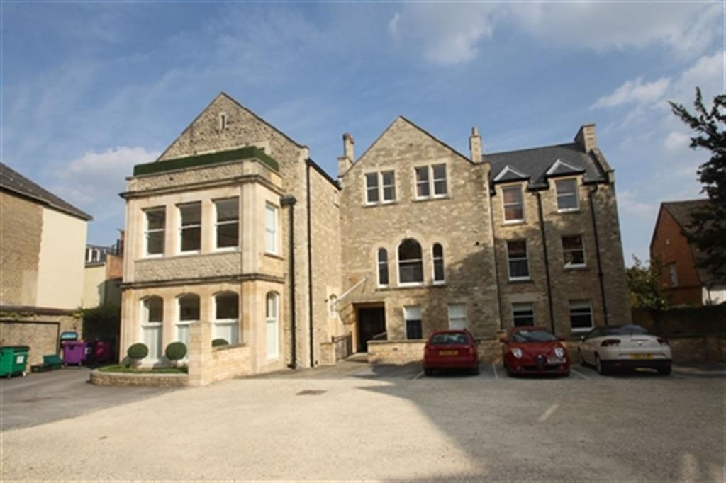 2 Bedrooms Flat for rent in Brackley House, High Street, Brackley, Northants