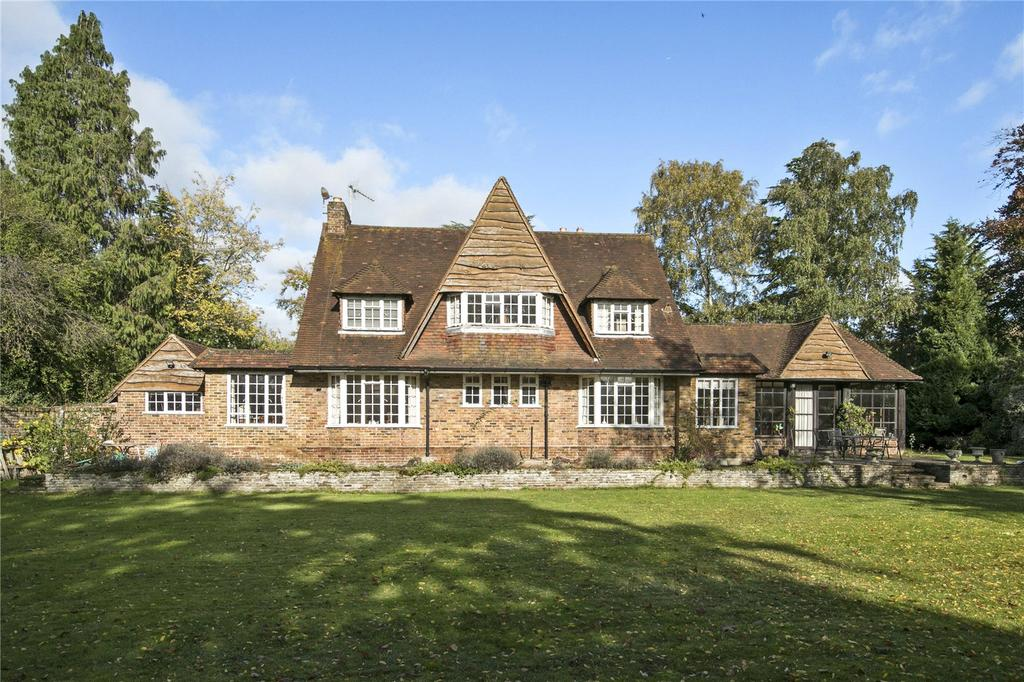 4 Bedrooms Detached House for sale in Oxshott Rise, Cobham, Surrey, KT11