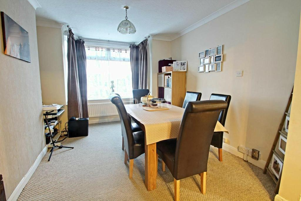 3 Bedrooms Semi Detached House for sale in Field Lane, Alvaston
