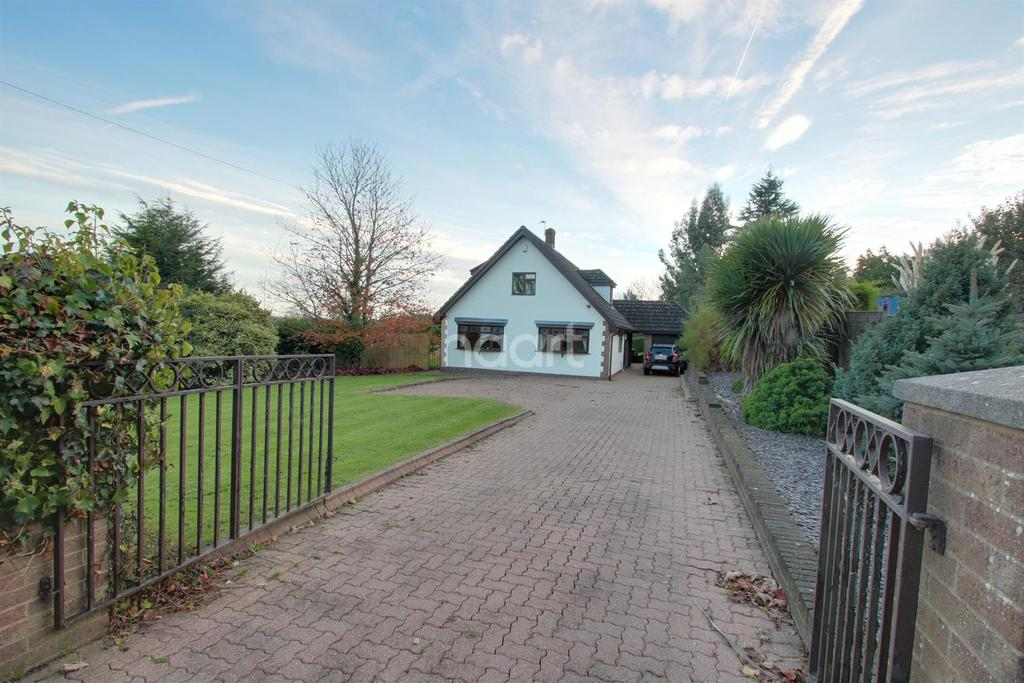 3 Bedrooms Bungalow for sale in Milton Hill, Llanwern Villiage, Newport