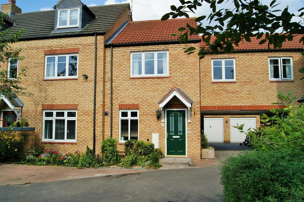 3 Bedrooms Terraced House for sale in Bluemels Drive, Wolston, Coventry