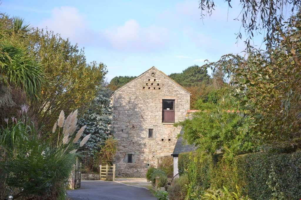 2 Bedrooms Detached House for sale in Praa Sands, between Marazion and Porthleven,South Cornwall, TR20