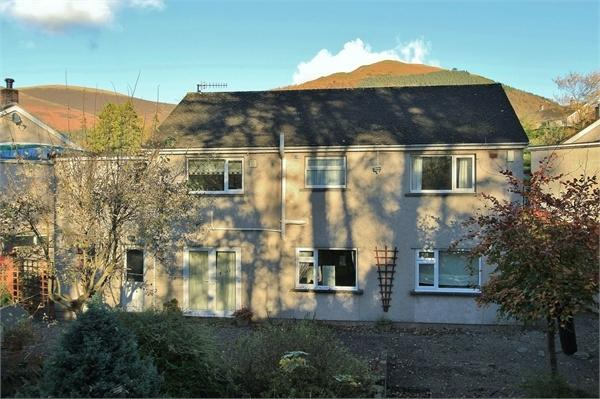 3 Bedrooms Detached House for sale in 8 Briar Rigg, Keswick, Cumbria