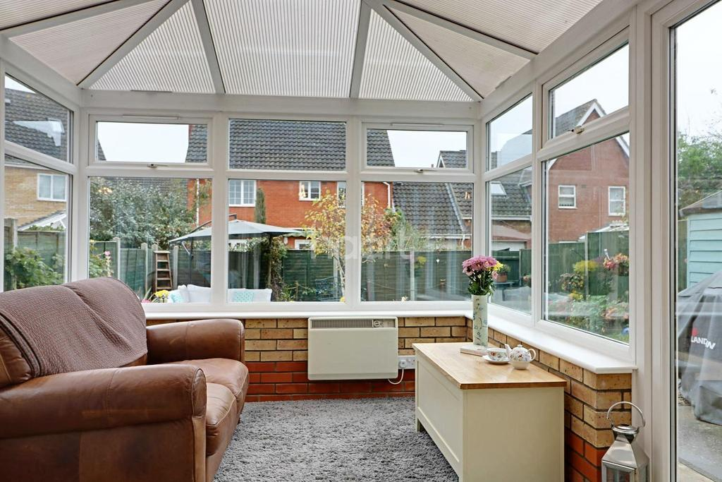 3 Bedrooms Semi Detached House for sale in Papillion Road