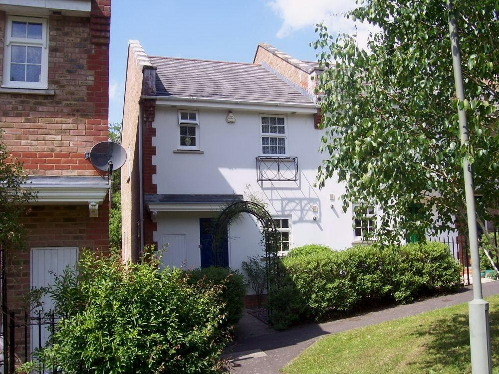 3 Bedrooms End Of Terrace House for rent in Camberley, Surrey