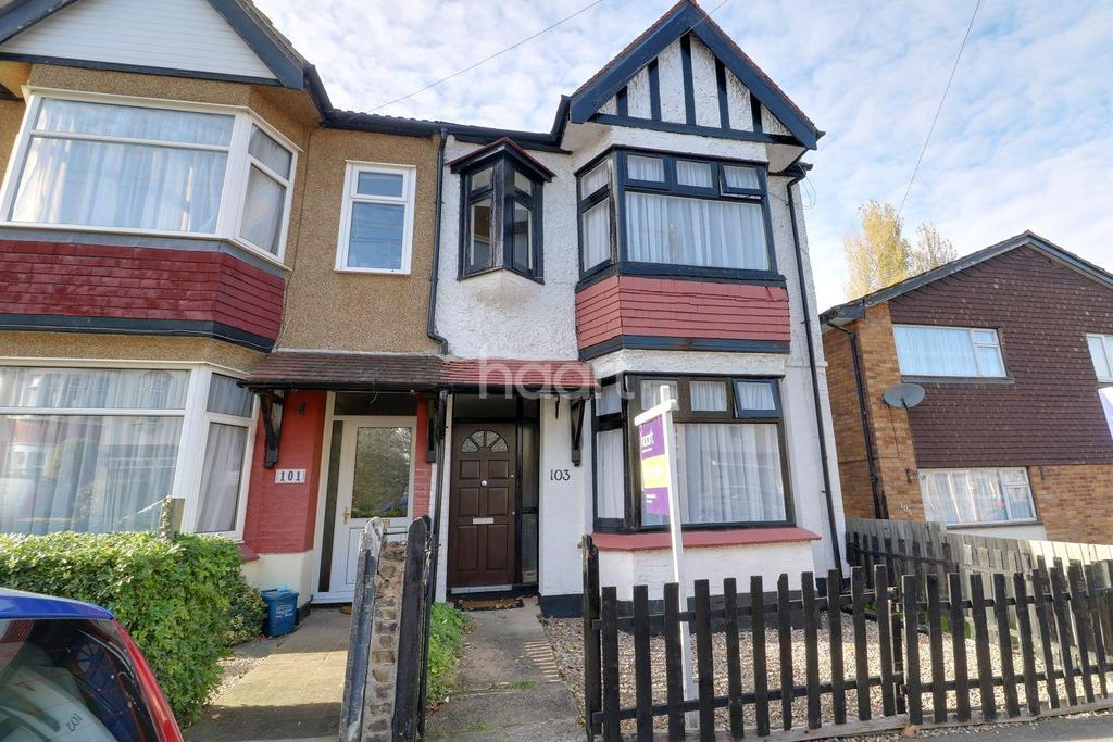 3 Bedrooms Semi Detached House for sale in Ronald Park Avenue