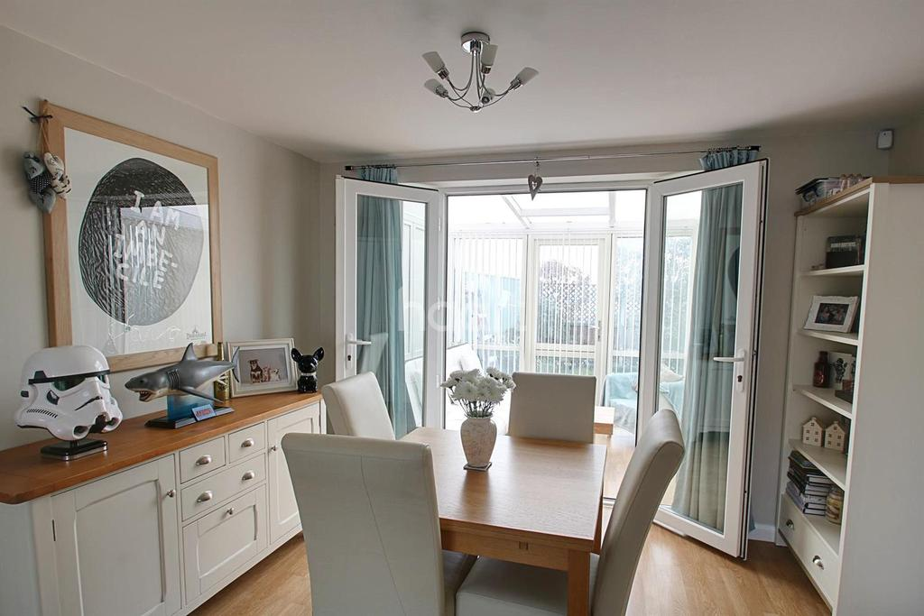 3 Bedrooms Terraced House for sale in Summerwood Lane, Clifton, Nottinghamshire