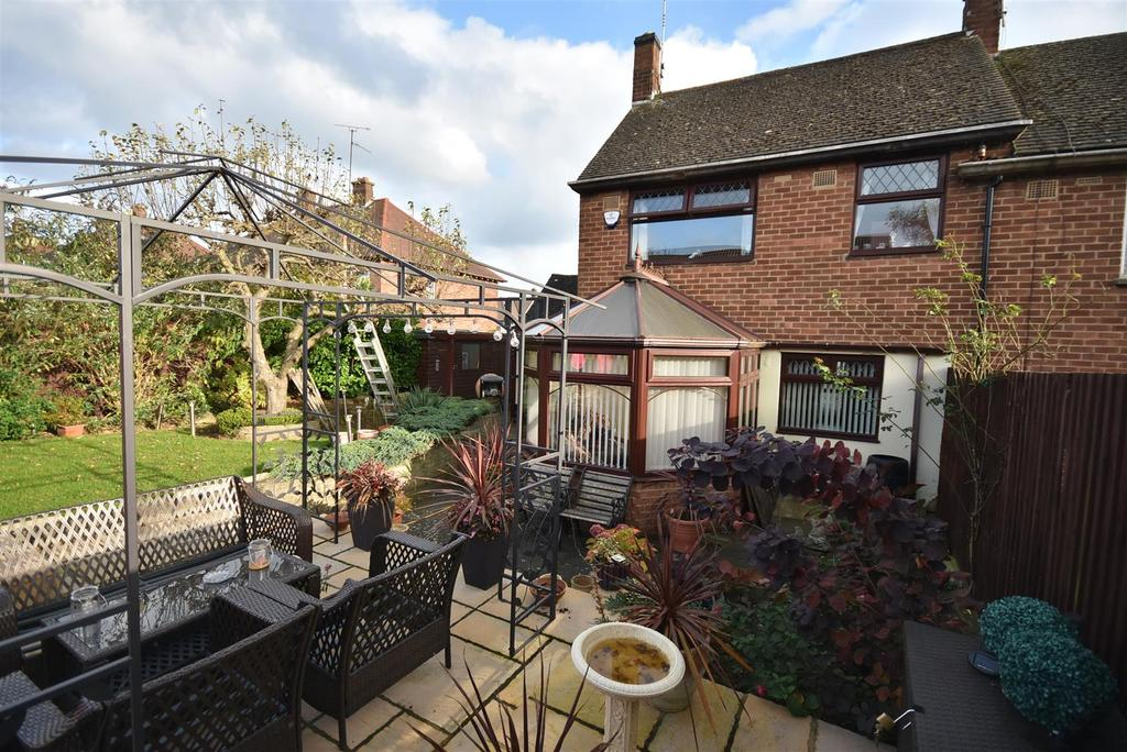 3 Bedrooms End Of Terrace House for sale in Almond Road, Kettering