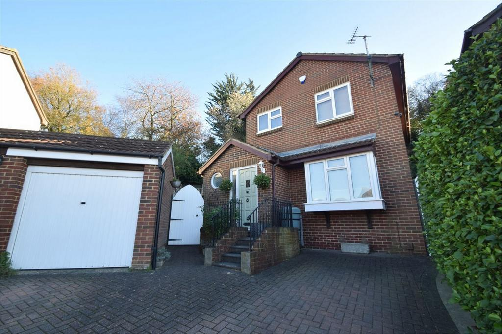 3 Bedrooms Detached House for sale in Aldington Close, Walderslade, Kent