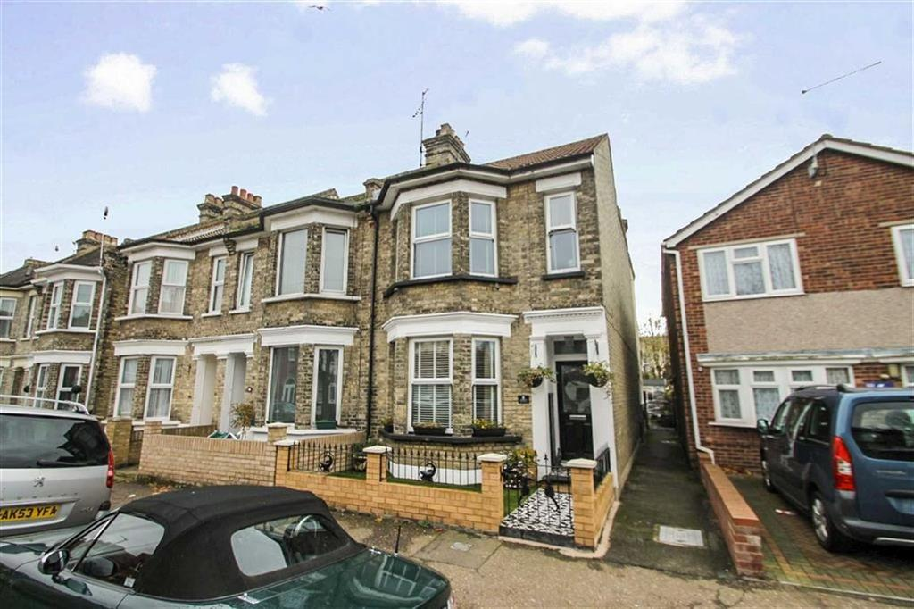 4 Bedrooms End Of Terrace House for sale in Eton Road, Clacton On Sea