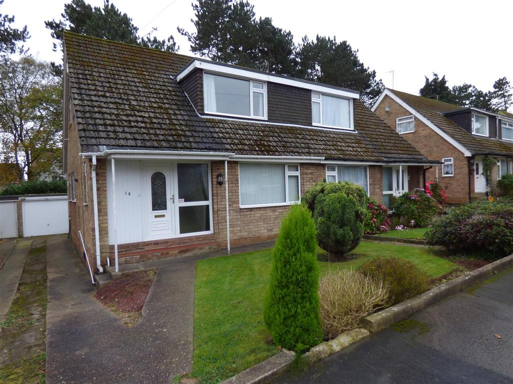 3 Bedrooms Semi Detached House for sale in Chantry Way East, Swanland, North Ferriby