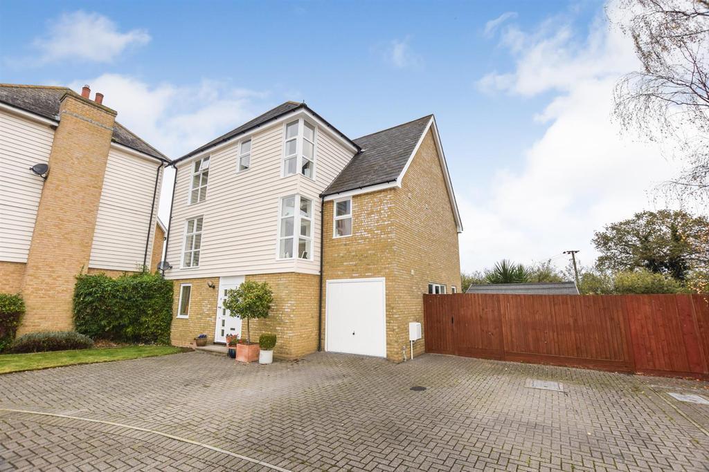 4 Bedrooms Detached House for sale in Saltcote Maltings, Heybridge, Maldon