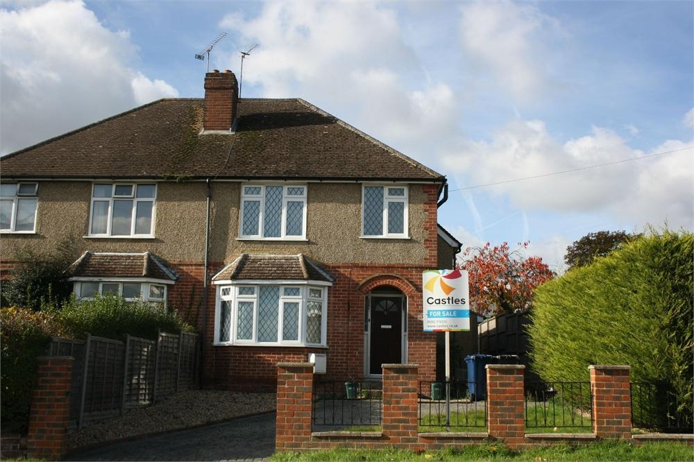 3 Bedrooms Semi Detached House for sale in West Avenue, FARNHAM, Surrey