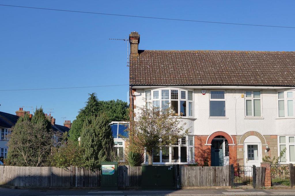 3 Bedrooms Semi Detached House for sale in Benacre Road, Ipswich