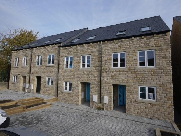 5 Bedrooms Terraced House for sale in Lister Street Brighouse