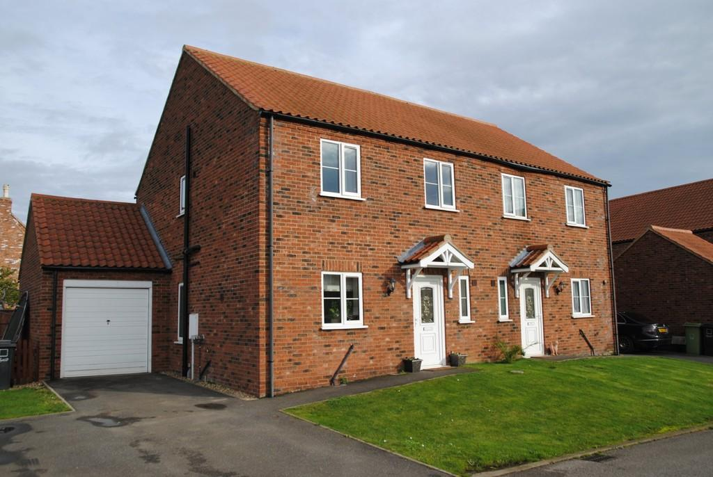 3 Bedrooms Semi Detached House for sale in Archer Court, Bishop Norton