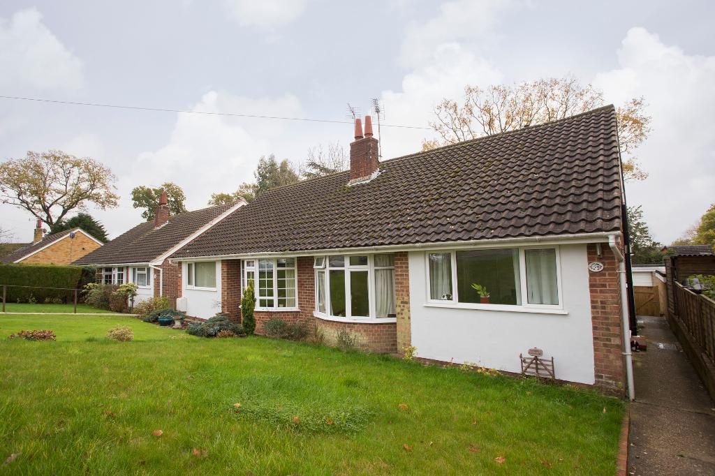 2 Bedrooms Semi Detached House for sale in Longview, Heathfield, East Sussex, TN21 8BG