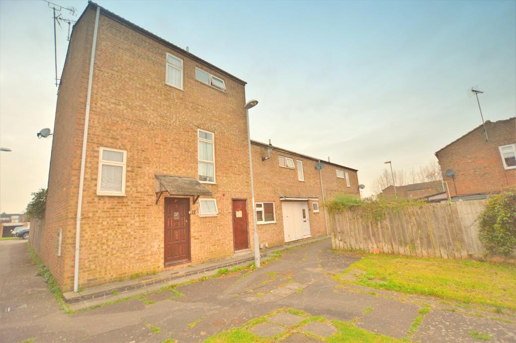 3 Bedrooms Town House for sale in Winchester Gardens, Luton, Bedfordshire, LU3 3UD