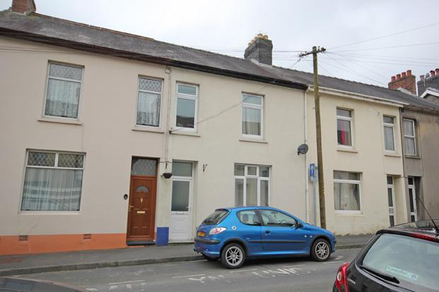 3 Bedrooms Terraced House for rent in Parcmaen Street, Carmarthen, Carmarthenshire