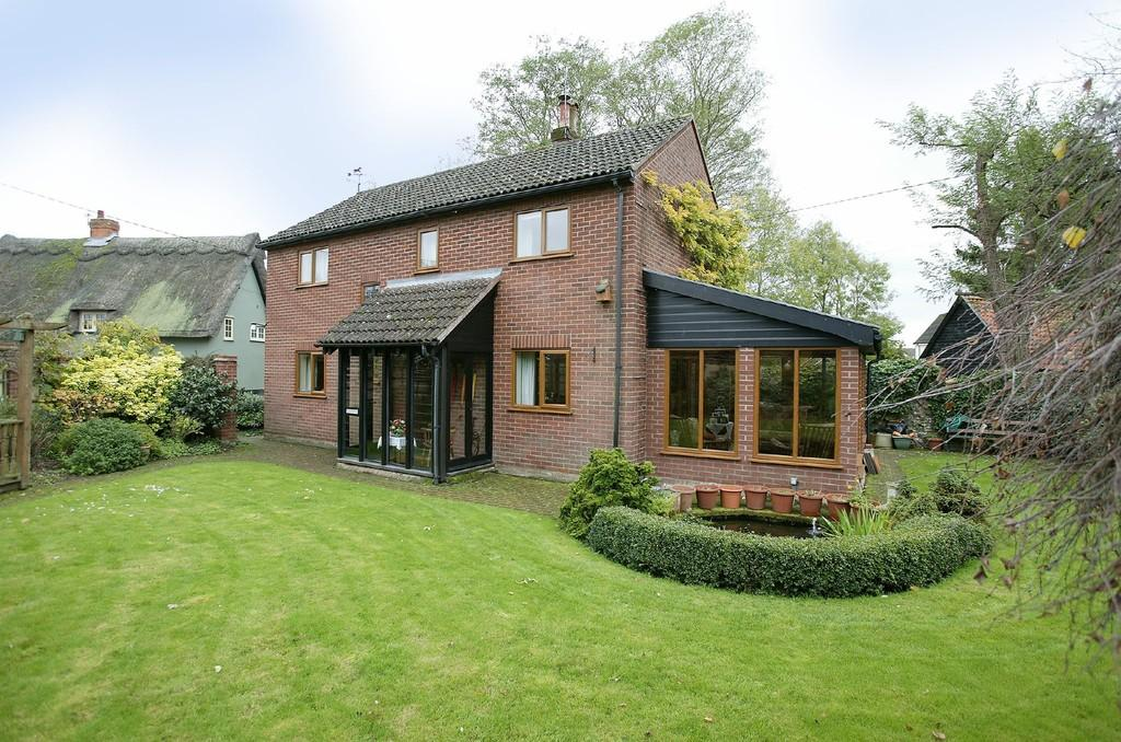 4 Bedrooms Detached House for sale in Market Street, East Harling