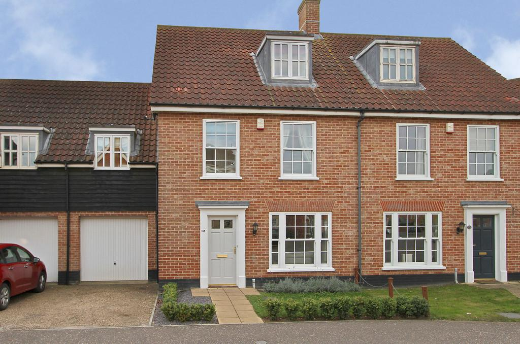 4 Bedrooms Semi Detached House for sale in Bromedale Avenue, Mulbarton