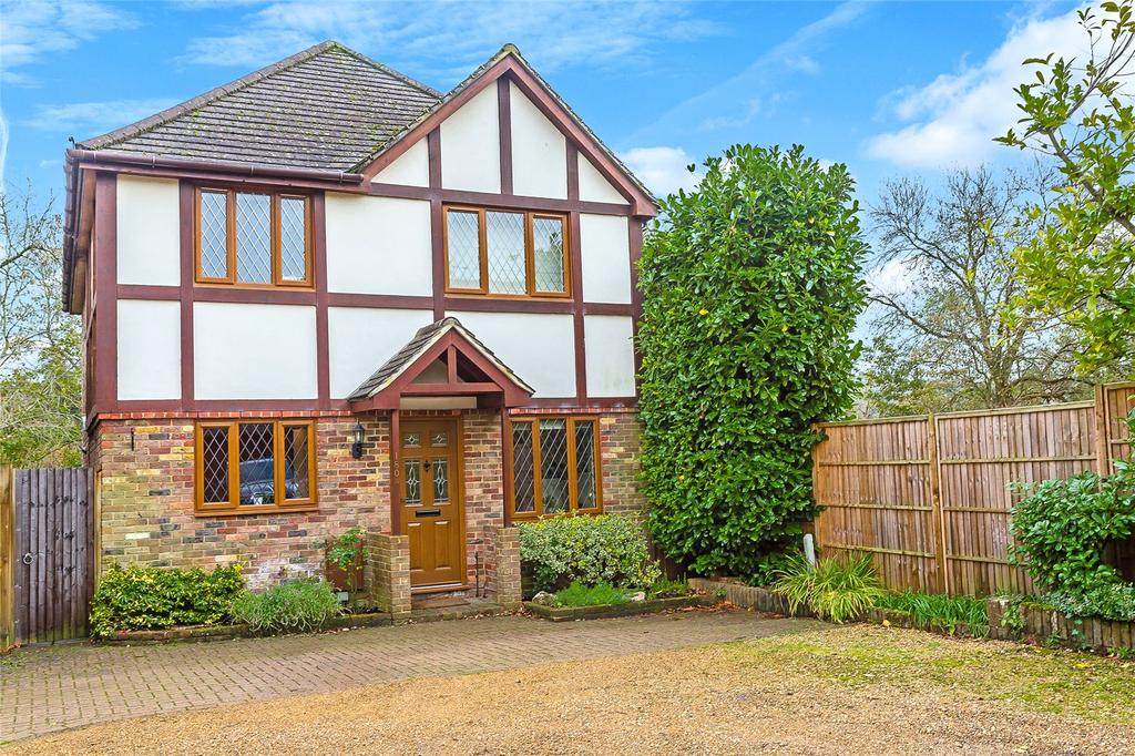 4 Bedrooms Detached House for sale in Bluehouse Lane, Limpsfield, Oxted, Surrey, RH8