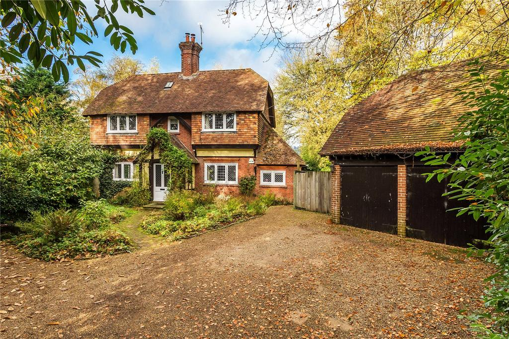 4 Bedrooms Detached House for sale in Sandy Lane, Oxted, Surrey, RH8