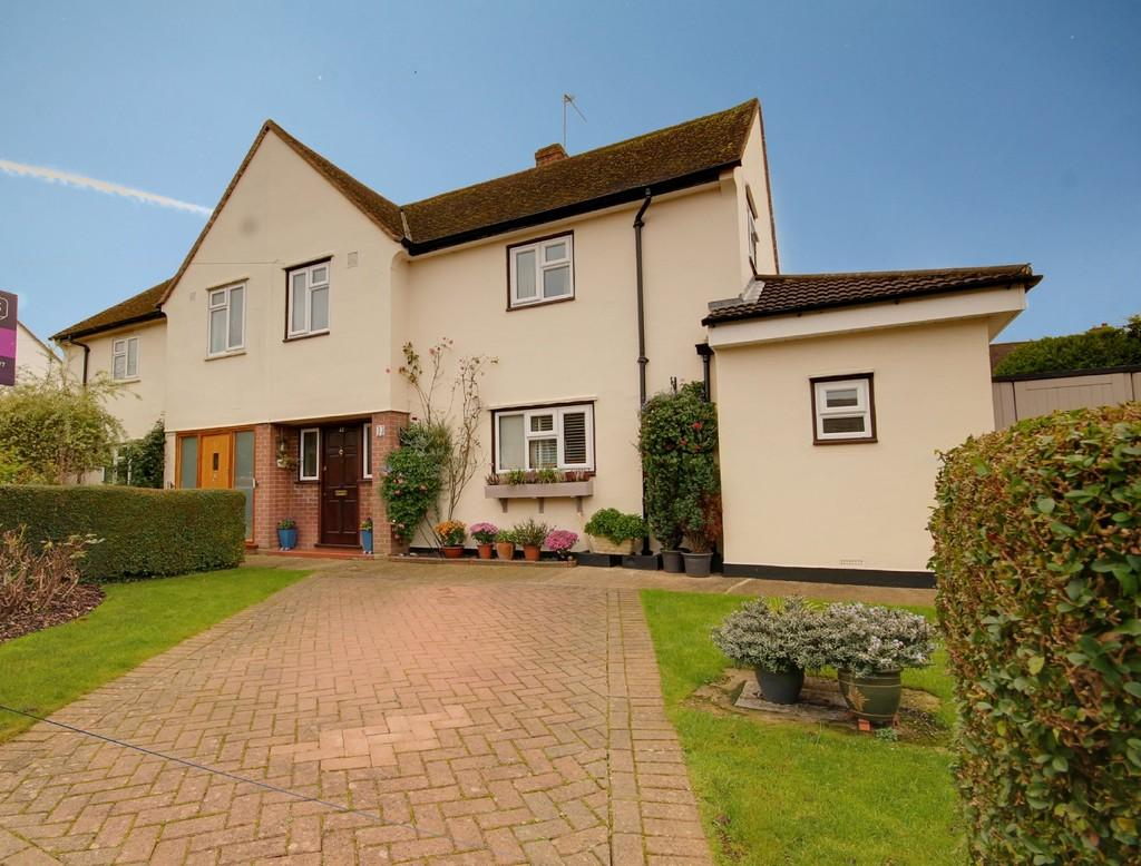 3 Bedrooms Semi Detached House for sale in Hansells Mead, Roydon