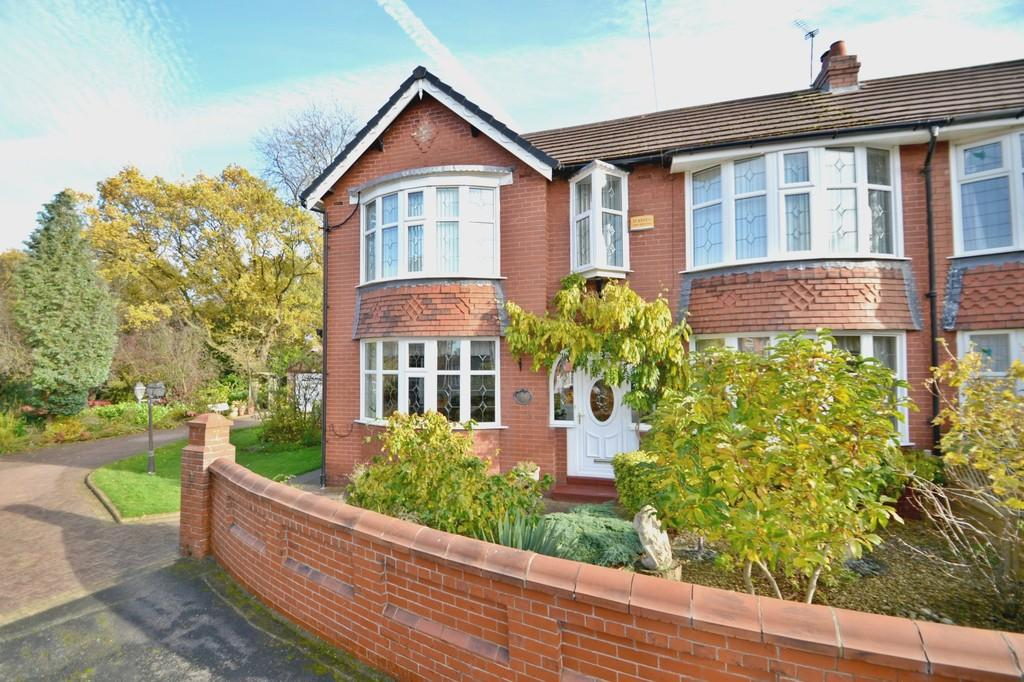 3 Bedrooms Semi Detached House for sale in Kings Avenue, Gatley