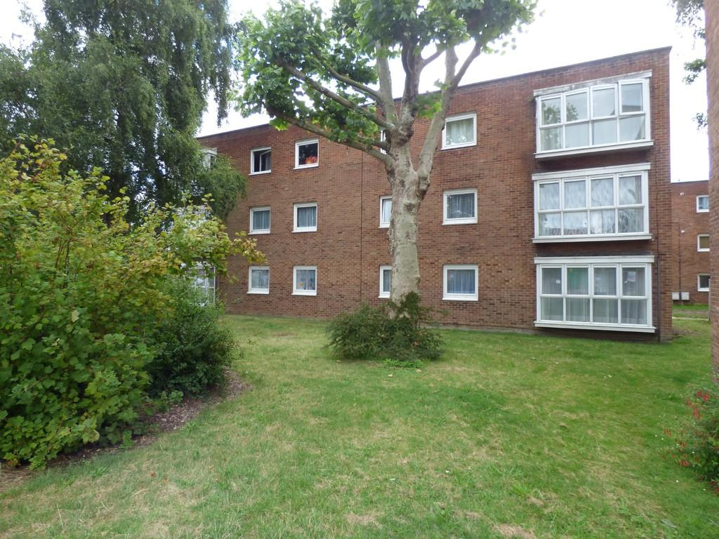 2 Bedrooms Ground Flat for sale in POOLE