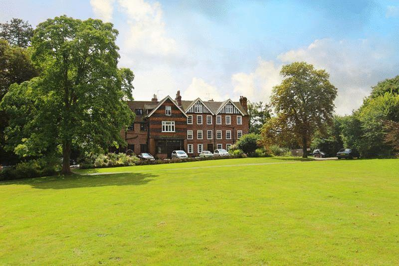 2 Bedrooms Apartment Flat for sale in Bletchingley Road, Godstone