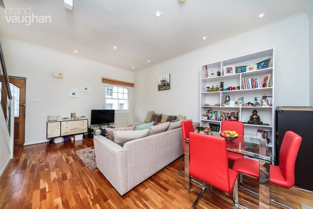 2 Bedrooms Terraced House for sale in Foundry Street, Brighton, BN1