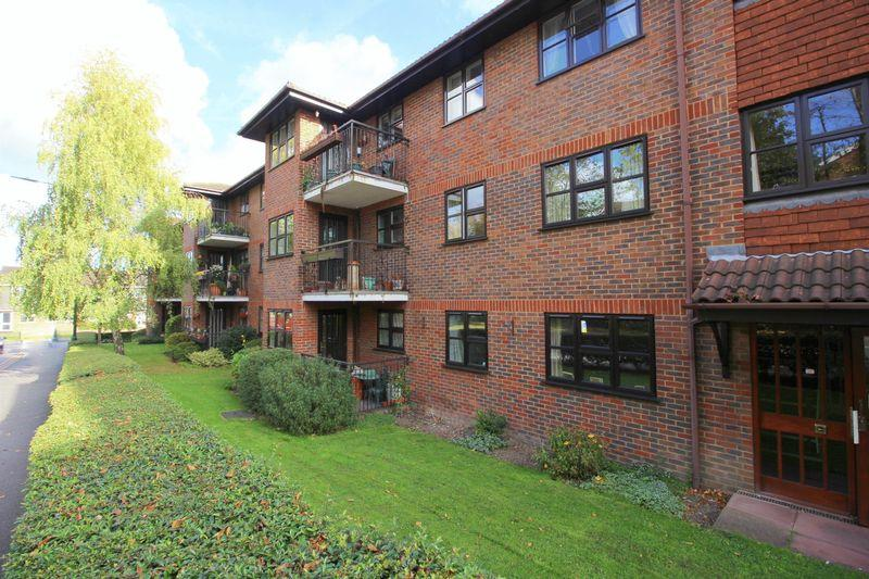 2 Bedrooms Retirement Property for sale in Hatherley Crescent, Sidcup DA14 4HY