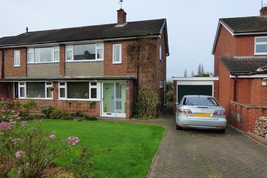3 Bedrooms Semi Detached House for sale in Sandringham Road, Baswich, Stafford