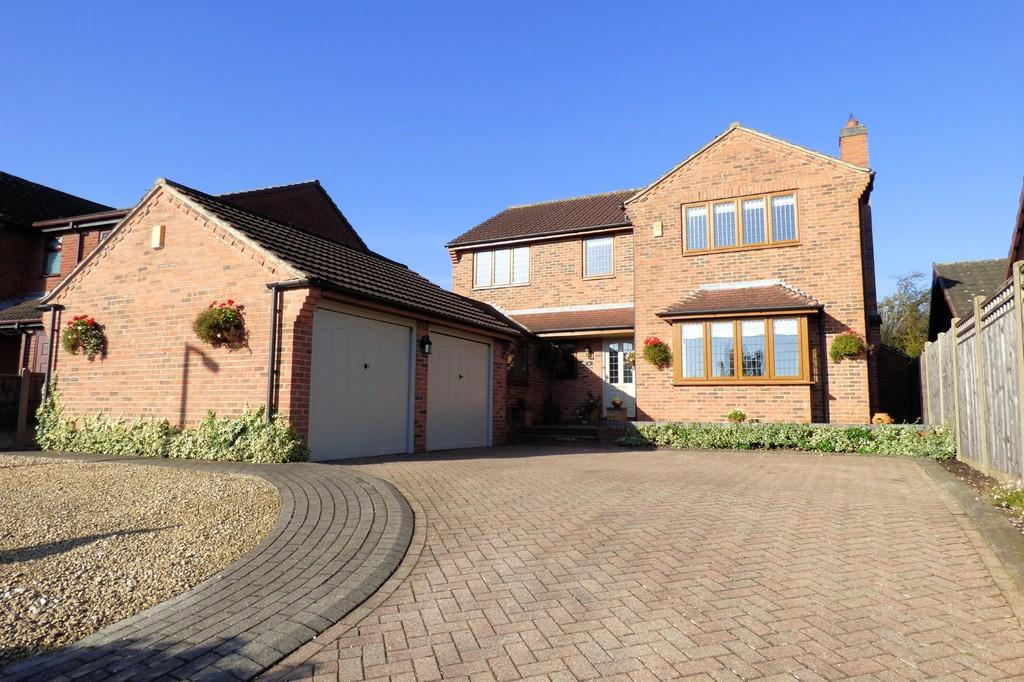 4 Bedrooms Detached House for sale in Kingsdale Croft, Stretton
