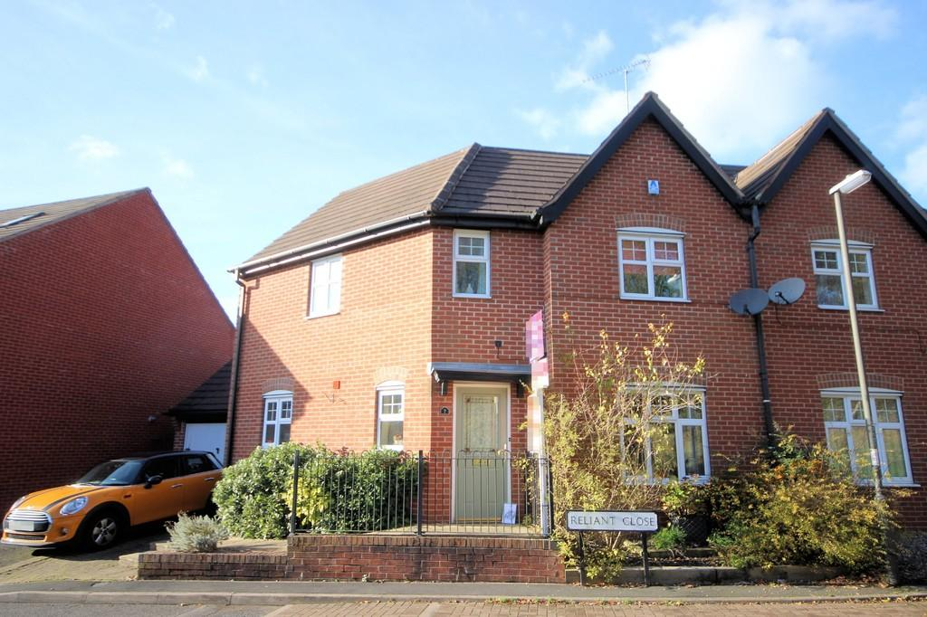 3 Bedrooms Semi Detached House for sale in Reliant Close, Woodville