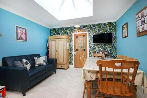 2 bedroom terraced house for sale - Howe Street, York, YO24
