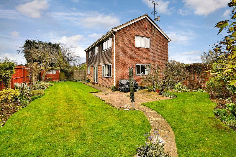 4 Bedrooms Detached House for sale in Manor Drive, Stewkley