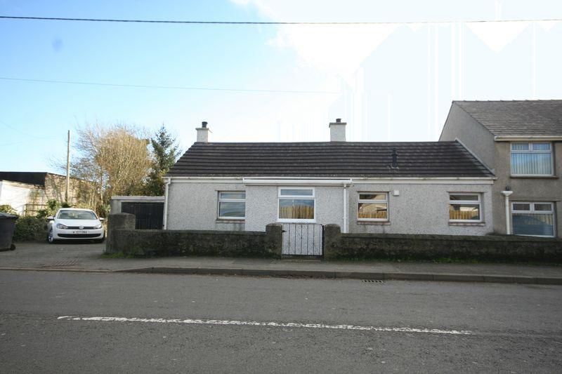2 Bedrooms Cottage House for sale in Gaerwen, Anglesey