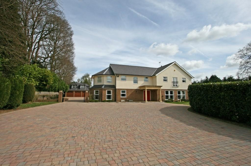 6 Bedrooms Detached House for sale in Waterhouse Lane, Kingswood