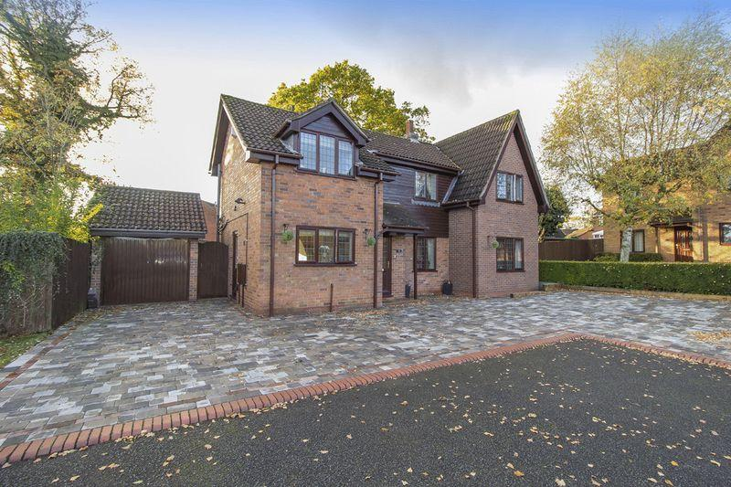 4 Bedrooms Detached House for sale in DUNSMORE DRIVE, OAKWOOD