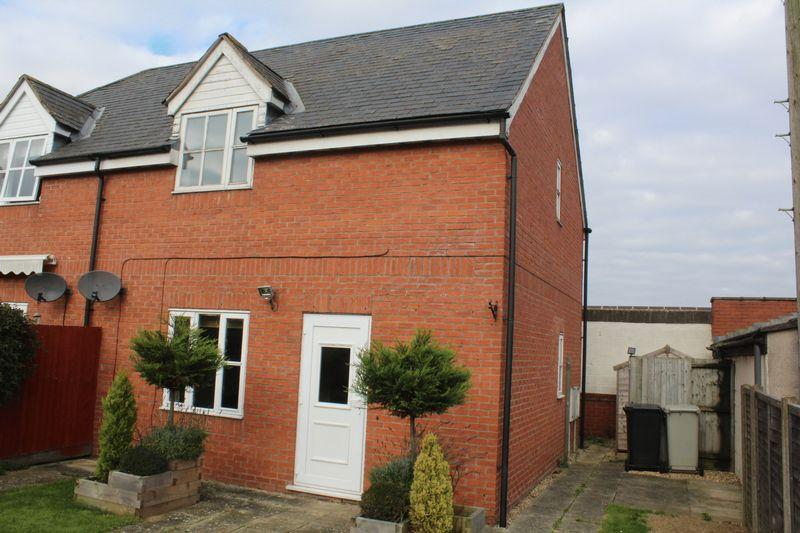 2 Bedrooms Semi Detached House for sale in Firth Park, Uppingham