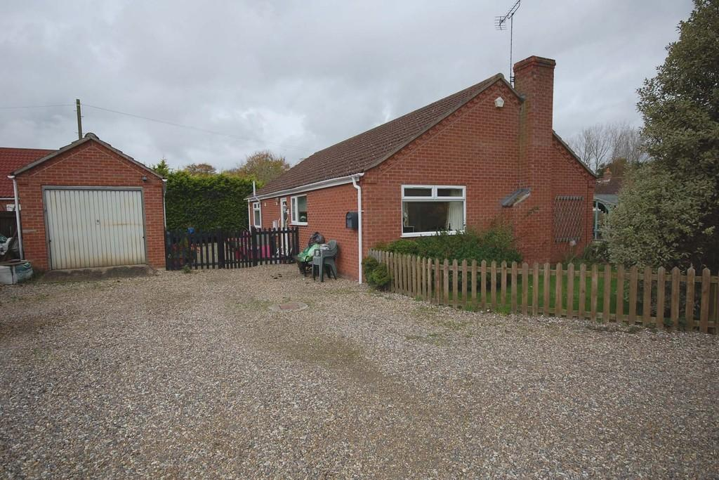 3 Bedrooms Detached Bungalow for sale in Reepham Road, Briston