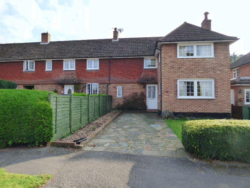 3 Bedrooms Semi Detached House for sale in Bookham